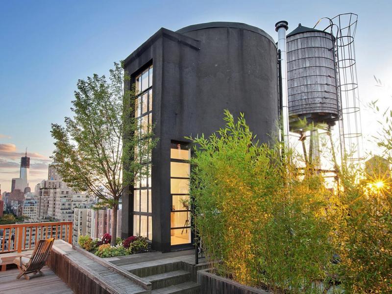 屋上の貯水タンクをリノベーションした住空間「NYC Water Tank Apertment」