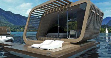 水上に建つハウスボート「IRIDE 01」