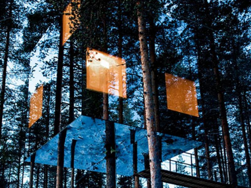 スウェーデンの深い森の中にある幻想的なツリーハウス型ホテル「Treehotel」