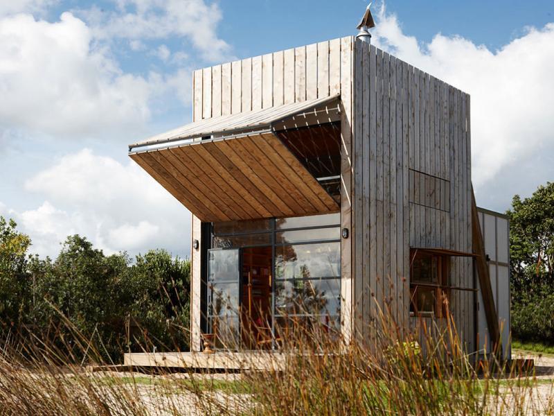 ソリで移動可能!自立型ポータブルハウス「Whangapoua Sled House」