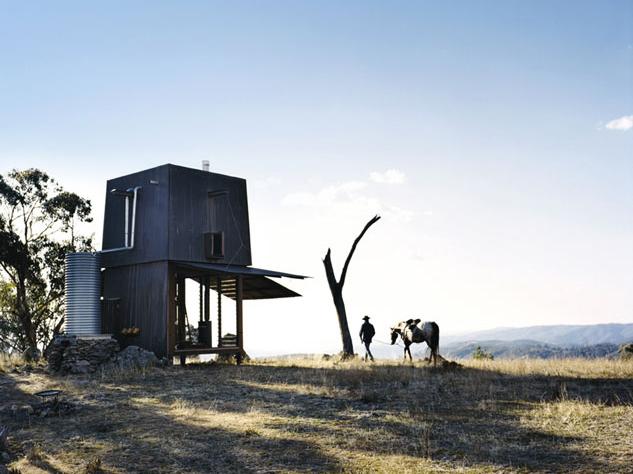 水道・電気・道路なし、移動手段は馬!オフグリッドハウス「BUSH ESCAPE」