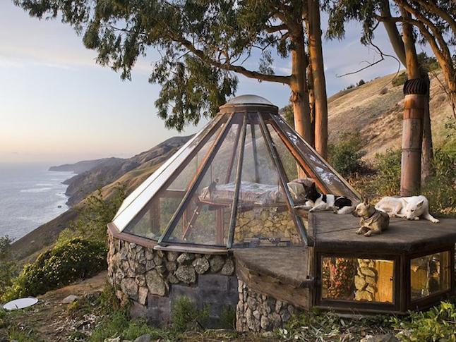 美しい太平洋を一望する崖の家「Greenhouse」