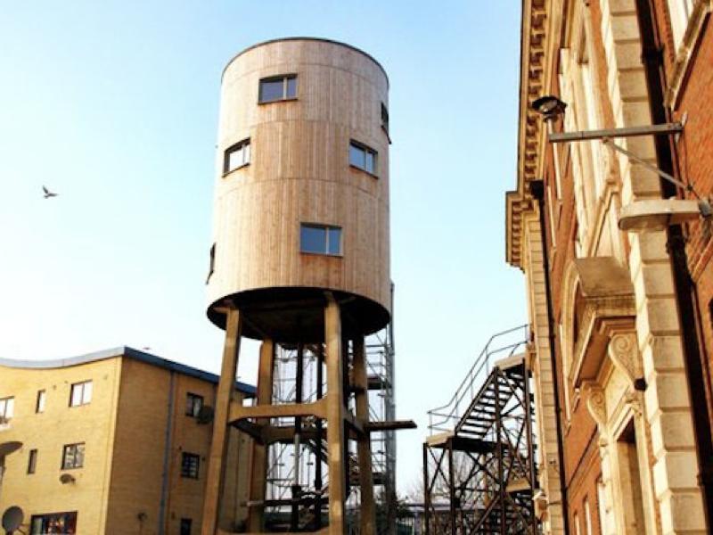 景色も抜群、なんと給水塔を自宅にリノベーションした「WATER TOWER HOUSE」