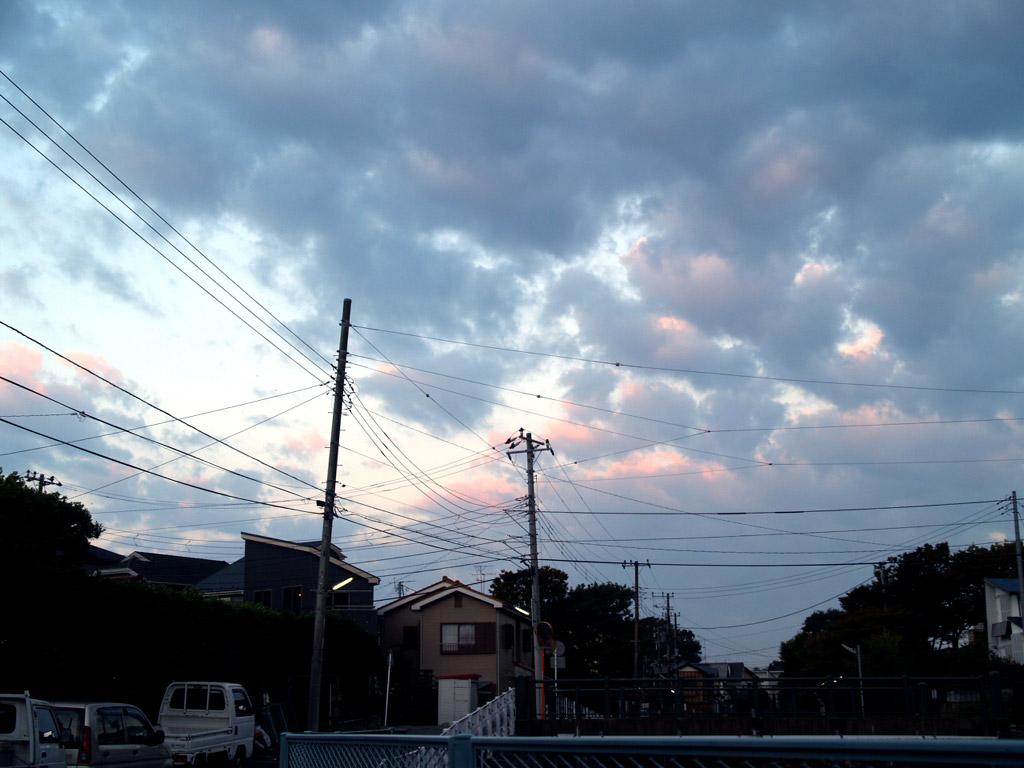 その頃の葉山の自宅アパート前、朝7時