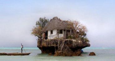 絶景!海の上のボヘミアンなレストラン「The Rock Restaurant」