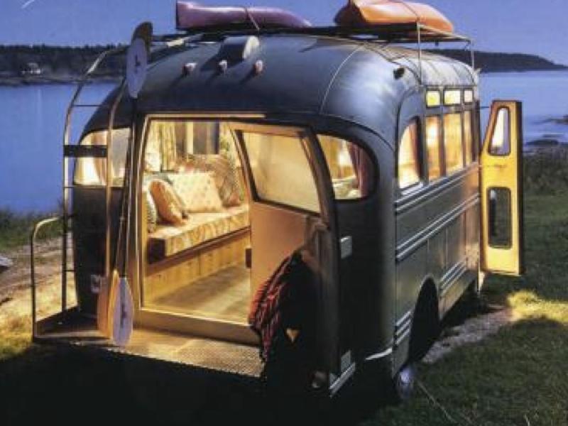 1950年代のビンテージバスをお洒落モバイルハウスにリノベーション!