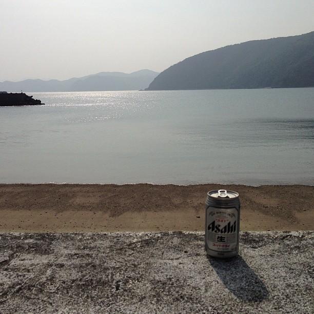 仕事が終わったあと、堤防でビールを飲んでいたらばったり会って「一緒に飲んでく?」と誘われることも。