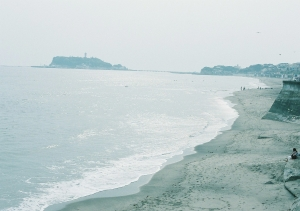 江ノ島が見える浜。