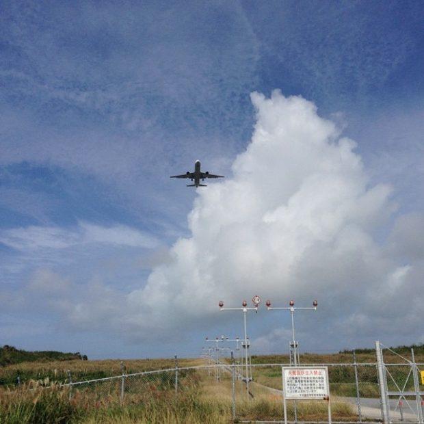 旅立つ直前に見れた飛行機のタッチアンドゴー。間近に見る飛行機は大迫力でした。