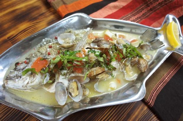 本日の魚のアクアパッツァ。ふんだんに使われたハーブがここでしか食べられない独自の味です。