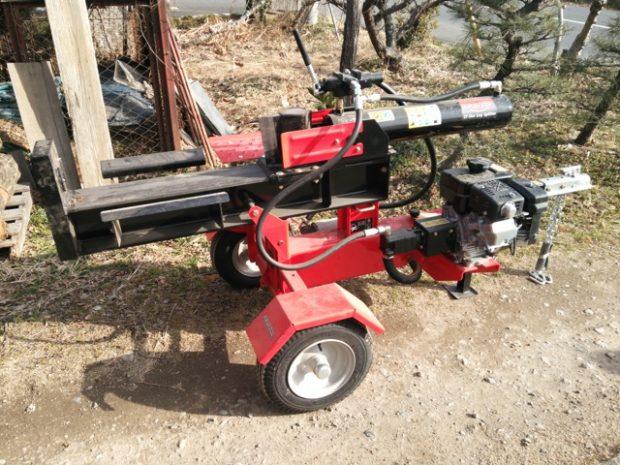 エンジン油圧式の薪割り機