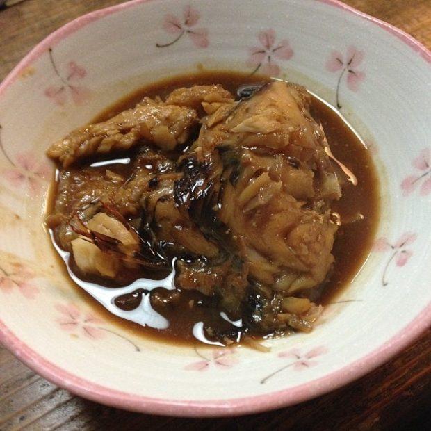 近所にある飲み屋さんのマスターが出してくれたイラブチという魚の味噌煮。ここでしか食べられない味。