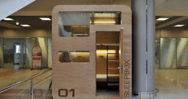 空港・駅・公共施設等のデッドスペースを有効利用できるモバイルホテル「Sleepbox」
