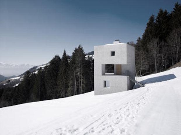 急斜面に生えた角砂糖? 絶景の山小屋「Mountain Cabin」
