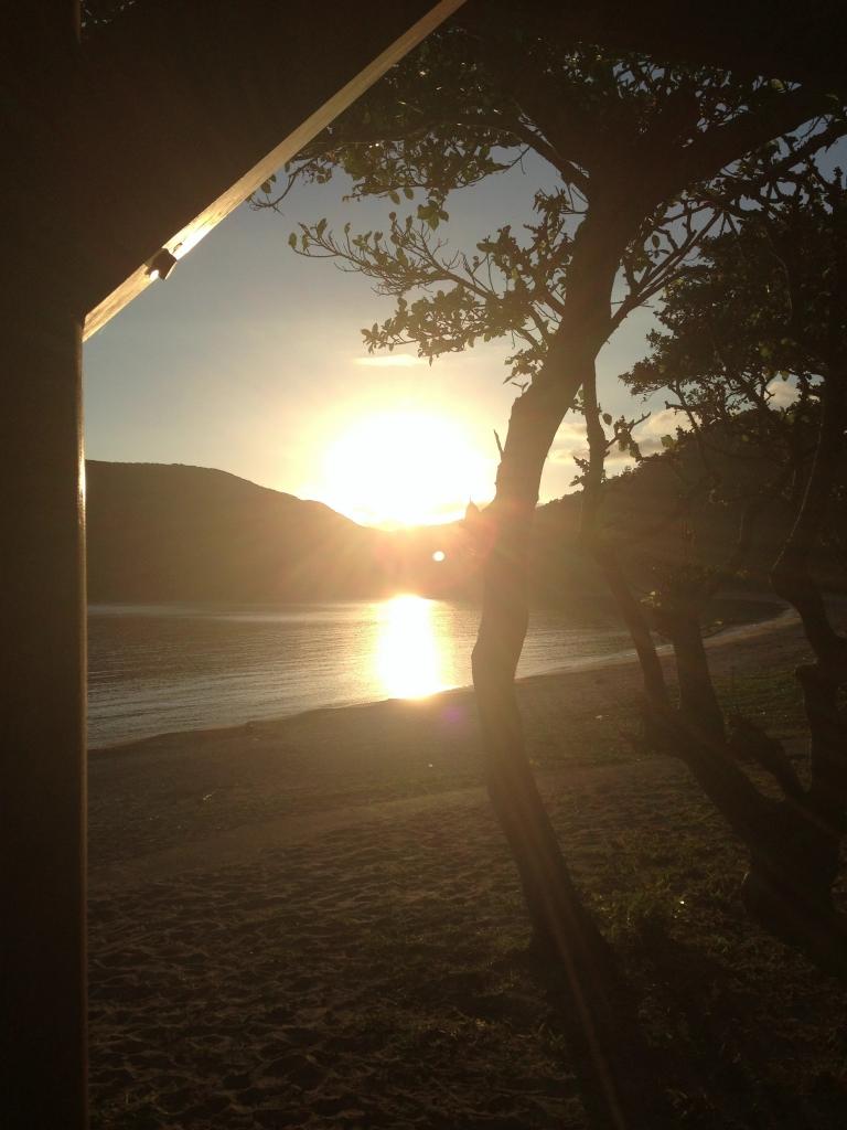 家の近所の諸鈍長浜の夕日。この景色が私の居心地のいい場所です。