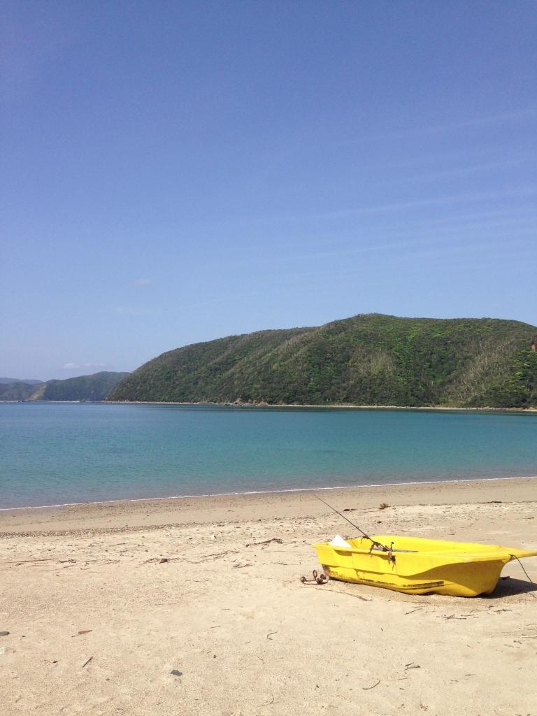 こちらは私の家の近くの海。水遊びをしたり、貝殻を拾っていれば30分はすぐに過ぎます。