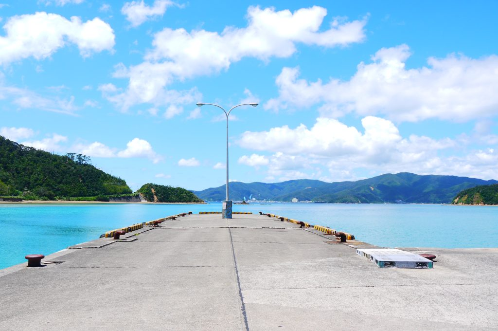 私の家の最寄りの港、生間(いけんま)港。この景色を見ていれば時間はあっという間に過ぎていきます。