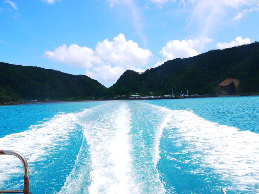 旅立つ前に海上タクシーから見た加計呂麻島の風景。早くも青い海が恋しい今日この頃です。