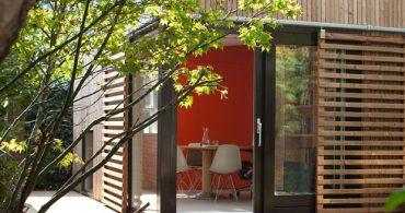 近代的な小屋!?オフィス兼ゲストハウス「Garden Pavilion」