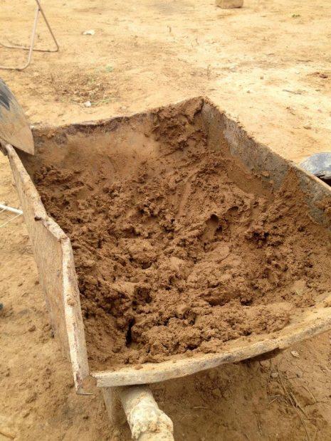 壁の材料となる粘土