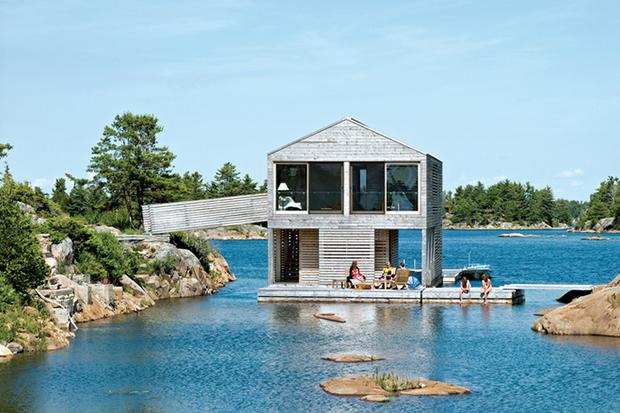 美しい湖上のボートハウス「FLOATING HOUSE, LAKE HURON」
