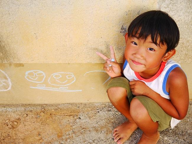 保育所の壁にチョークで私の似顔絵を書いてくれた子。