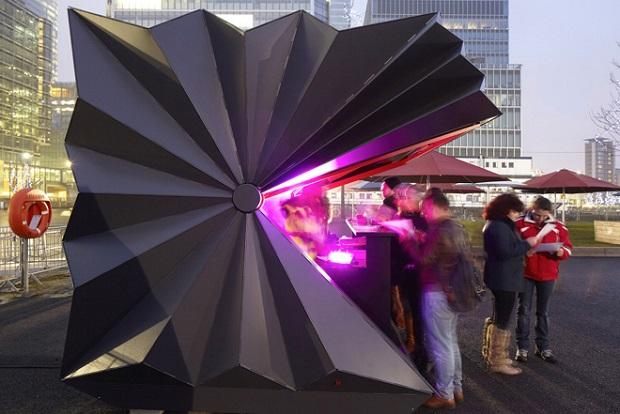 1-folded-kiosk-by-make-architects620