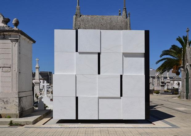 ポルトガルに建てられたモダンなお墓「Cube-shaped mausoleum」