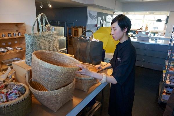 ショップの一角で開催されている「NIPPON VISOPN GALLERY」では、本コラムの第1回で取りあげた東京の卸問屋の松野屋さんが特集されていました(4月末にて終了)。