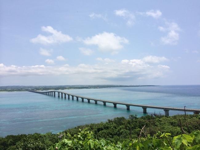 宮古島から来間島につながる来間大橋。ここを車で飛ばすのはすごく気持ちがいい!