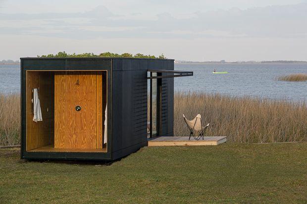 草原にたたずむ、モダンなプレハブハウス「Mini Mod」