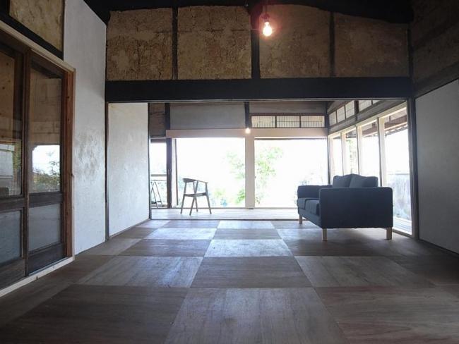 床を張ってぐんと明るい印象になった室内。天井も高くなりました。