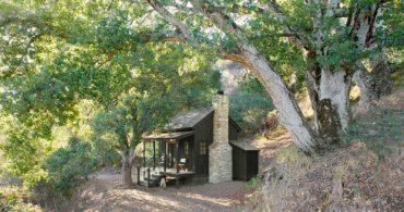 電気を使わない最小限の暮らし。自己の内面と向き合う小さな家「Innermost House」