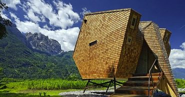 アルプスのハート、チロルで迷い込む不思議な空間「Ufogel」