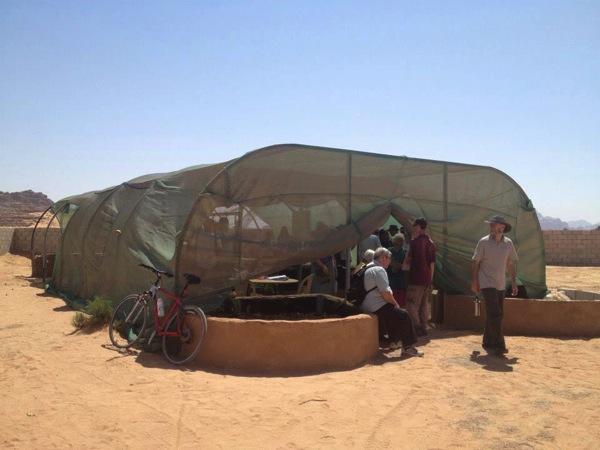 砂漠のど真ん中にあったアクアポニックス農場.jpg