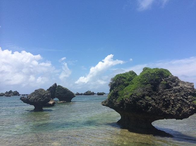 この景色も宮古島からフェリーで20分の大神島のもの。大神島は現在人口20人ほど。しかし、脈々とこの島独自の文化が息づいている場所です。