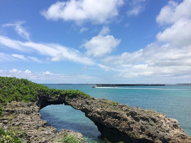 宮古島の海岸からの写真。祖父とゆかりのある俳人の方もきっとこの景色を眺めていたのでしょう。