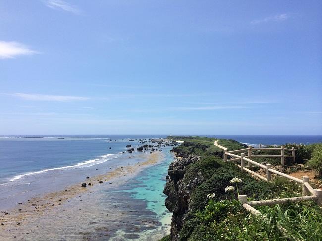 宮古島の東平安名崎の景色。この先の海が鹿児島にもつながっています。