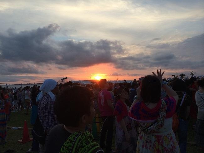 6月の宮古島滞在時に行われた『美ぎ島 ミュージックコンベション』というフェスでの夕日。主催や出演者の方々が10代の頃の知人でびっくり!