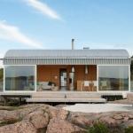 当然サウナつき、岩場から海を臨むサマーハウス「Summer house on stilts」