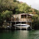 ビタースウィートな少年時代をもう一度!究極のボートハウスで旧友たちを魅了しよう。