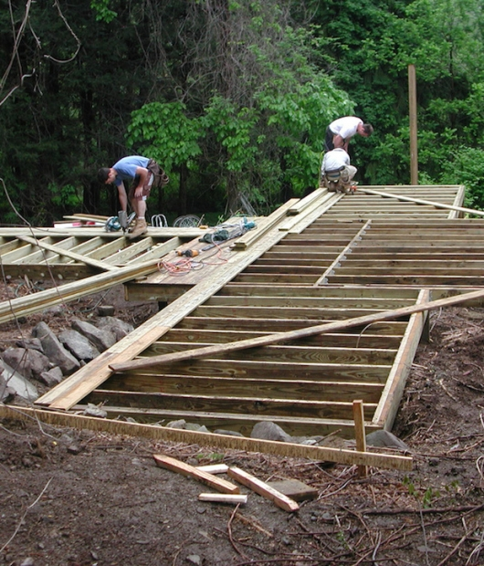 Swamp-Hut-construction-building-the-decks
