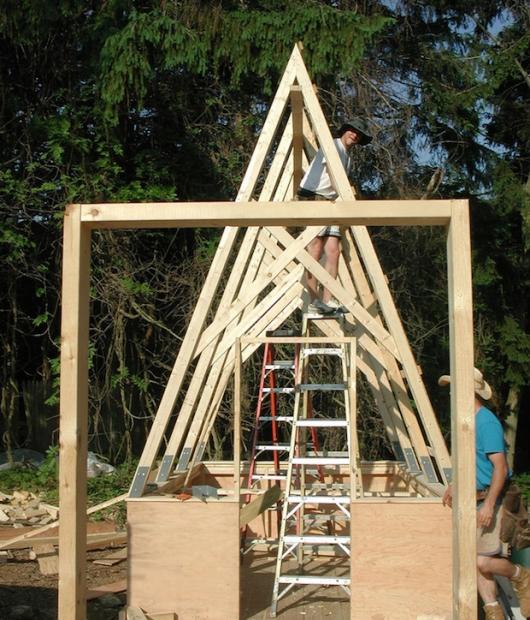 Swamp-Hut-construction-erecting-the-huts