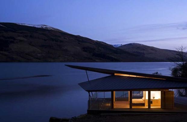 スパイ映画のアジトを現実に!ジェームスボンドの湖畔の隠れ家「James Bond Inspired Boathouse 」