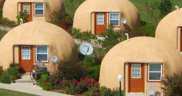 子供の頃を思い出す、砂場で作ったような小さな家「Dome Homes」