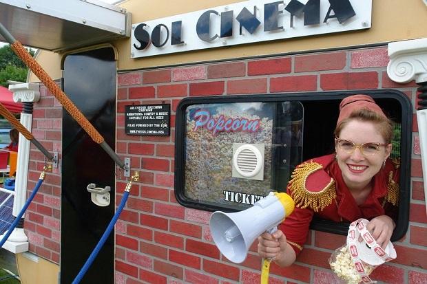 世界最小のエコロジカルなモバイル映画館「Sol Cinema」
