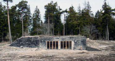 スウェーデンにある地中のリノベーション別荘がまるで秘密基地!「Building no.8」