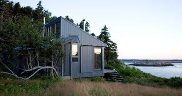 島にスリルよりも安息を求めた男のコテージ「Green Cottage Getaway in Maine」