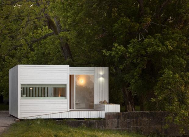 鳥達の歌声が聞こえてくるスモールハウス「Treehouse Riga」