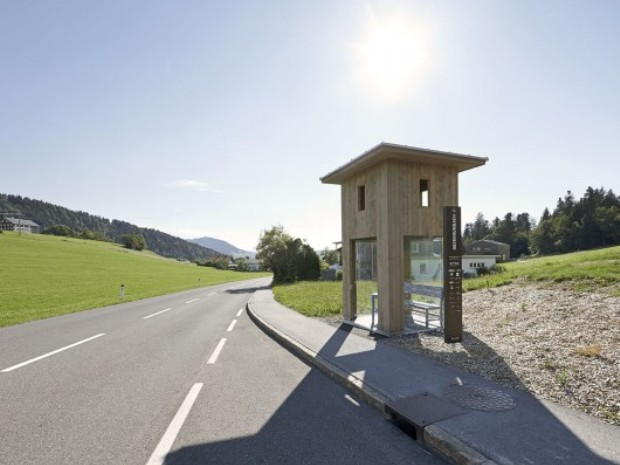 53de8900c07a80bf0200003e_new-images-released-of-krumbach-austria-s-famous-bus-stops_krumbach_bas_stops_alexander_brodsky_-hufton_crow_001-530x430